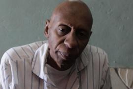 El disidente cubano Guillermo Fariñas abandona la huelga de hambre