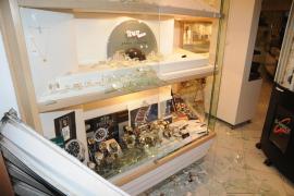 Desvalijan parte de una joyería en el centro comercial de Illetes