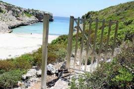 La propiedad del chalet de Cala Sequer construye dos escaleras ilegales