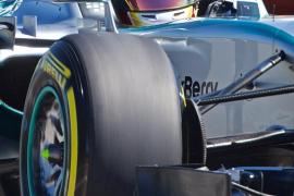 Hamilton logra la 'pole' en Montreal, donde Vettel tuvo problemas