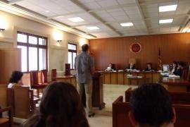 Pena de cárcel para un policía local de Palma por acosar con multas falsas a un matrimonio