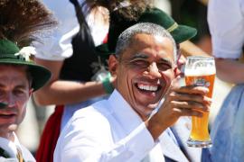 Obama y Merkel escenifican, cerveza en mano, su sintonía y amistad
