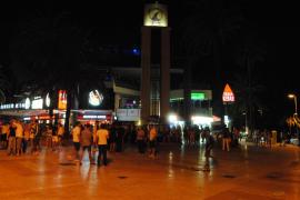 Once policías tutores velarán por la seguridad de miles de estudiantes en el Puerto de Alcúdia