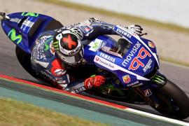 Las Suzuki dominan en Montmeló donde Jorge Lorenzo saldrá tercero