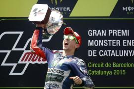 Lorenzo gana por delante de Rossi y de Pedrosa en Montmeló, donde Márquez cayó