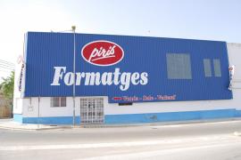 Formatges Piris anuncia el cierre de su fábrica  a los 25 trabajadores de Campos