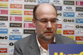 Pons tensa la situación y pide viajar a Suecia