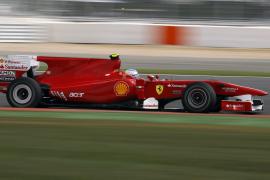 Alonso, detrás de los Red Bull de Vettel y Webber, dispuesto a remontar