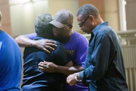 Al menos 9 muertos en un tiroteo en una iglesia de Carolina del Sur