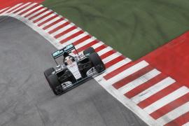Hamilton logra su 'pole' número 45 en Austria