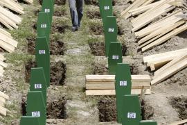 Casi 800 víctimas de Srebrenica reciben sepultura 15 años después