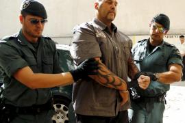 El juez decide este lunes si mantiene en prisión a un líder de los Ángeles del Infierno