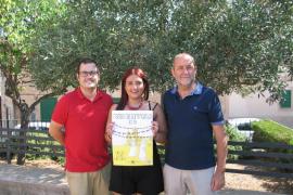 La ganadora del concurso de carteles de Sant Marçal recibe la felicitación del Consistorio