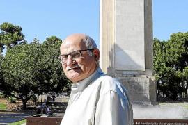 «Me encadenaré al monumento al 'Baleares' si lo quieren desmontar»
