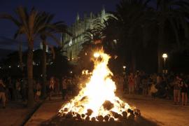 Mallorca vive con fuego y fiesta la revetla de Sant Joan