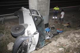 Un motorista de 43 años muere al caer y chocar contra el guardarraíl en Escorca