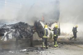 Investigan el incendio de un trailer en la entrada del poblado de Son Banya