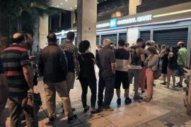 Grecia amanece con los bancos cerrados en su primer corralito