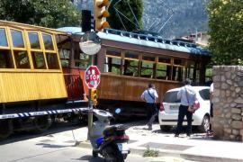 Descarrila el tranvía de Sóller tras colisionar con un coche