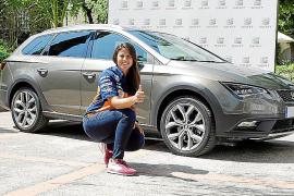 La piloto Laia Sanz renueva su compromiso con la marca SEAT