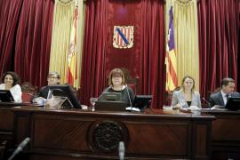 El Parlament aprueba la rebaja de sueldos