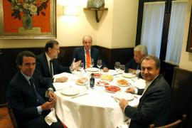 Juan Carlos I cena con Rajoy y los expresidentes del Gobierno