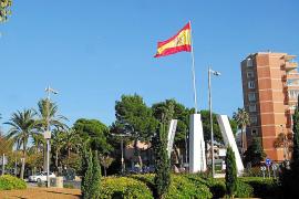 Calvià reducirá el mastil de la bandera de Palmanova y añadirá la balear y la de la UE