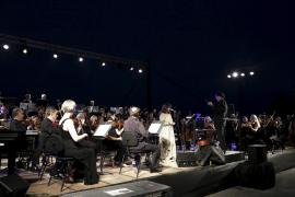 Multitudinario concierto solidario a la luz de la luna