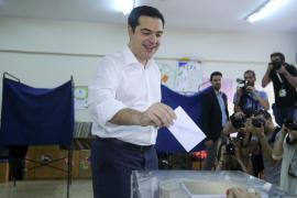 Cierran los colegios griegos con un 65% de participación