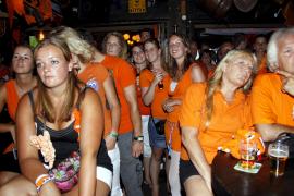 Decepción entre los aficionados holandeses que se concentraron en la Platja de Palma