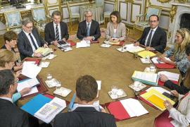 Hollande y Merkel abren la puerta a Grecia para negociar una solución