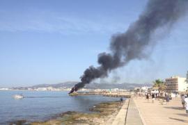 Arde una embarcación en el Molinar