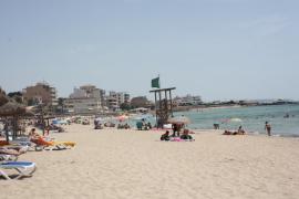 Ya ondea la bandera verde en la playa de Ciudad Jardín