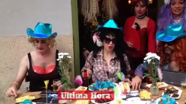 El bar Flexas celebra su 'Festa Cantri' en el Parc de la Mar