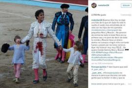 Una imagen del hijo de Colate y Paulina, manchado de sangre en los toros, desata las críticas