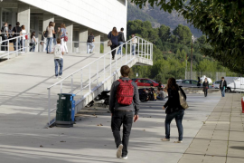 El Govern congela las tasas universitarias para el curso 2015-2016