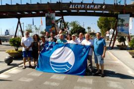 Renovadas las banderas azules de la Playa de Alcúdia y del Club Náutico Alcudiamar