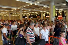 Casi 450.000 pasajeros transitarán este fin de semana por los aeropuertos de las Islas