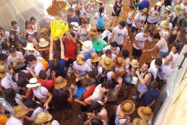 La fiesta de 'Ses Clovelles' inunda Petra