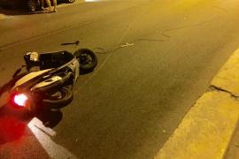 Un motorista sufre una caída al enredarse con un cable atravesado en la carretera en Cas Català