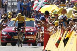 Froome revienta a sus rivales en el debut de los Pirineos