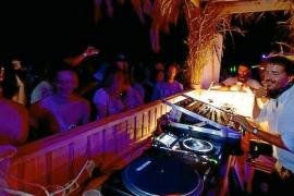 El Govern endurecerá la normativa contra las fiestas ilegales en la playa