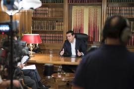 Tsipras excluye elecciones anticipadas en Grecia y espera que en España ganen «fuerzas parecidas»