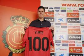 El Mallorca presenta al centrocampista Héctor Yuste