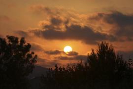 El Ramadán llega a su fin con un rezo multitudinario a la salida del sol