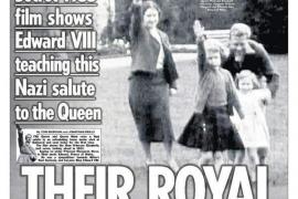 'The Sun' publica una foto de Isabel II haciendo el saludo nazi