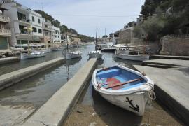 Detenidos 13 inmigrantes llegados en una patera a Cala Figuera