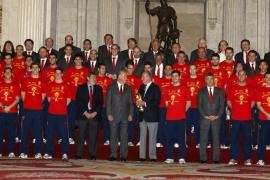 El Rey y Zapatero ensalzan la imagen de 'La Roja'