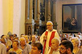 Sa Pobla recoge 900 firmas para pedir la vuelta del rector denunciado por presuntos abusos sexuales