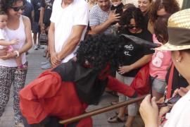 El Dimoni de Petra llena de fiesta las calles del pueblo